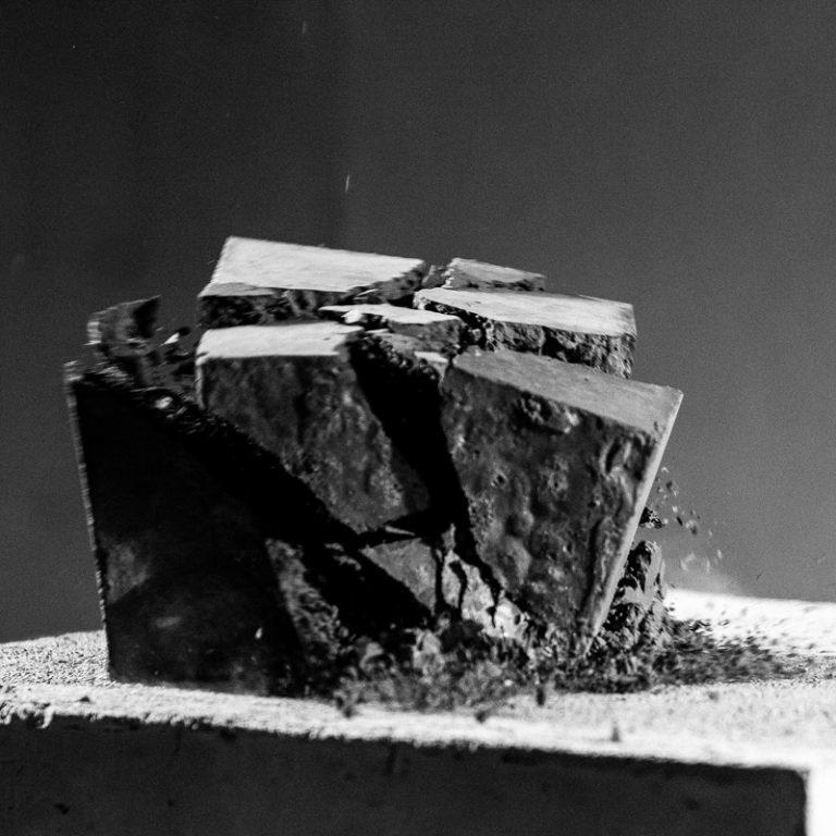 Impactos  fotografia 6 - 1/25, Dibond, 40 x 40 cm, 2018. Col·lecció Fundació Marguerida de Montferrato