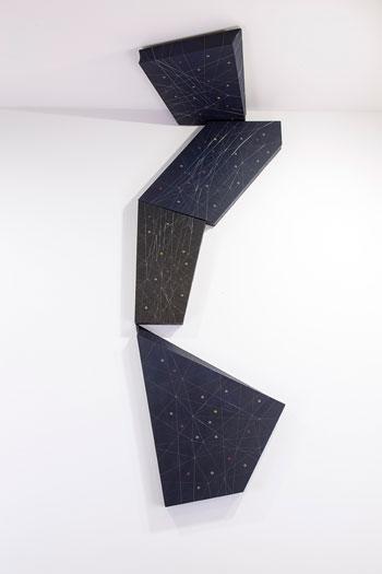 Tramas modulares  Lli, fusta, acrílic, fil de poliuretà, reblons metàl·lics, 2013, Col·lecció Fundació Marguerida de Montferrato