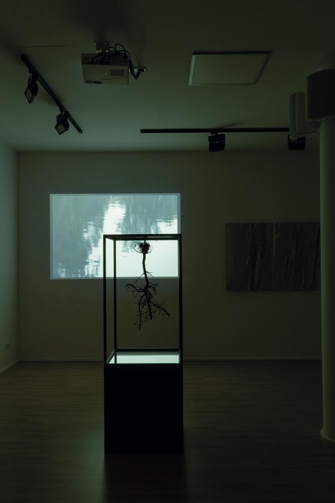 Existencia infinita  Escultura en bronze, miralls i ferro, 100 x 60 cm sobre peana