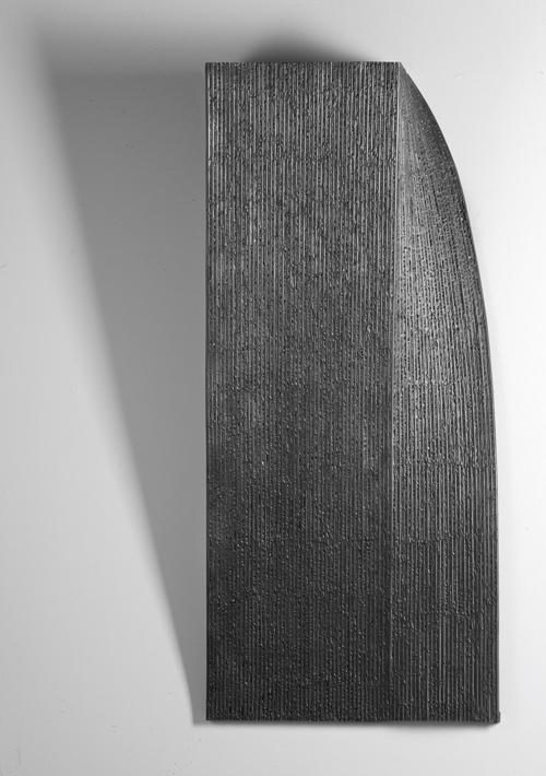Impactos Azul 1  Formigó, fusta i pintura,  245 x 245 x 73 cm, 2018
